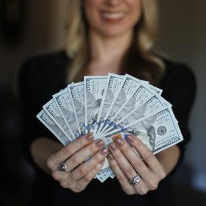お金の生み出し方 副業初心者が個人ビジネスでお金を稼ぐコツとは?