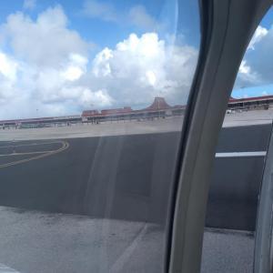 8月6日  久し振りの飛行機。