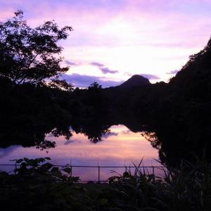 夕やけに浮かぶ太白山(仙台市太白区)