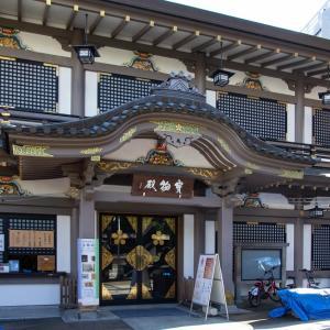 湯島天神の宝物殿の蟇股の彩色彫刻