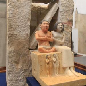 エジプト紀行 その85 カイロのエジプト考古学博物館見学 ⑤古王国時代の家族、夫婦像、他