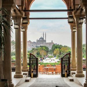 エジプト紀行  その96 カイロ市内のモハメド・アリ・モスクが見えるレストランでランチ