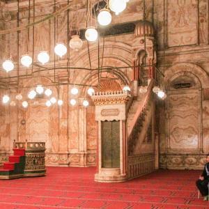 エジプト紀行  その100 カイロのシンボル的モスク・モハメド・アリ・モスク内部の礼拝場