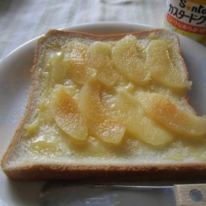 食パンにカスタードクリームと梨缶詰とシナモン