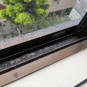 気になっていた出窓サッシの溝のお掃除