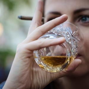 【酒】ウィスキーをキャンプに持って行きたい人に勧める手の届くおすすめ国産銘柄 3選