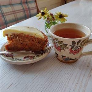 うそ(小鳥)と木の実のカップでお茶