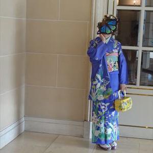 ブルーが爽やかな洋花の着物