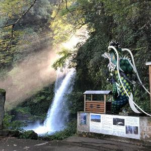 大分県の裏見の滝、「慈恩の滝」