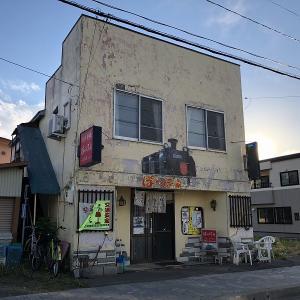 北海道紋別郡遠軽町の「ぽっぽ家」で「カツカレー」を食す