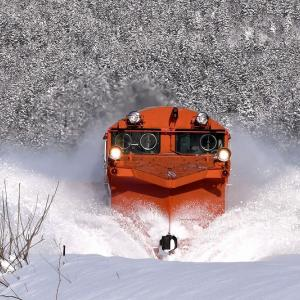天気も掻きっぷりも大満足、DE15形「雪372レ」