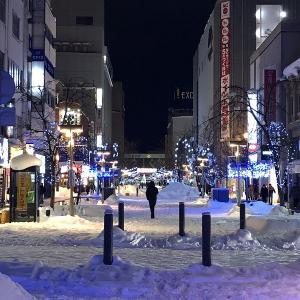 雪と言うより氷の世界、北海道旭川市の繁華街