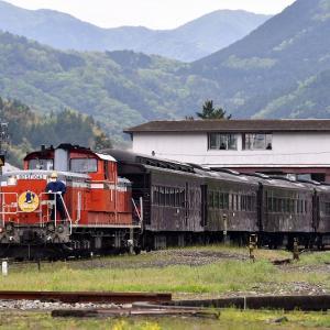 入れ替え作業を撮る、DD511043号機牽引の「DLやまぐち号」