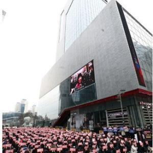 韓国 みんな憤懣やるかたなし…「X1」ファンのデモ (-.-)
