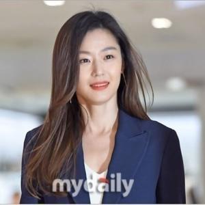 韓国 仲良しアピール女優チョン・ジヒョン (*^^)v