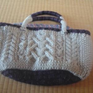 毛糸のバッグと帽子