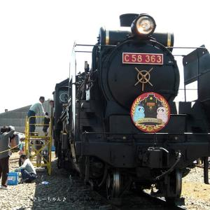 H24.05第8回わくわく鉄道フェスタ_02─彩り機関車。