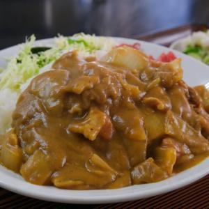 【三ツ木屋食堂/埼玉県さいたま市】陸橋のそばで静かに佇む食堂の、ボリューム満点カツカレーとマヨタマハムフライ定食