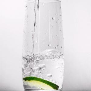 水ダイエットの正しいやり方解説!1日2リットルでデトックス効果!