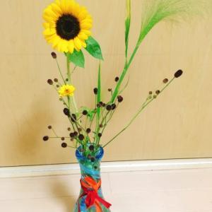 今日はヒマワリ🌻 花瓶と剣山、難しさのちがい