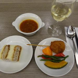 マドリード&ドバイ(2)エミレーツA380ビジネスクラス〜サクララウンジで軽い夕食〜