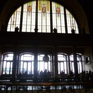 アール・ヌーヴォーの丸天井が美しいプラハ本駅