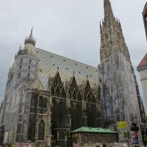 ウィーン旧市街の中心にそびえるシュテファン大聖堂