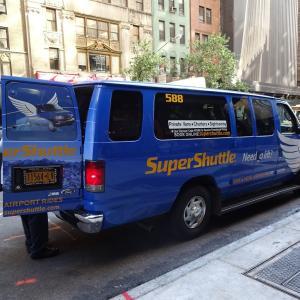 ホテルからJFK空港までの移動~乗合いタクシーのスーパー・シャトル Super Shuttle~