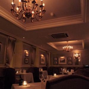 ロイヤル バース ホテルのレストランでの夕食