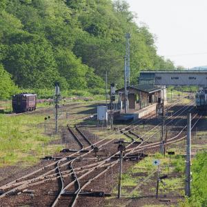 朝の遠軽駅を発着する列車
