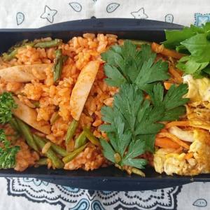 アスパラと魚肉ソーセージのケチャップライス