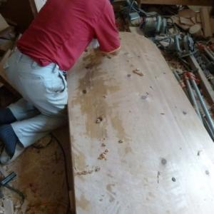 天板削ってます