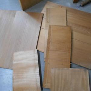 木の箱を再利用の為にバラしました