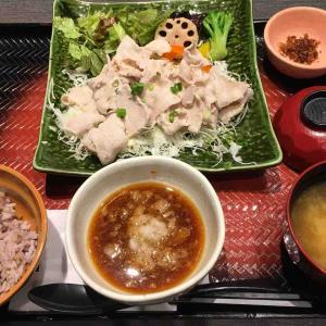 大戸屋で友人と昼食!