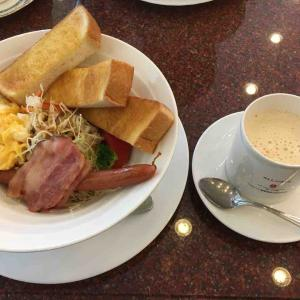 ワールドコーヒーで朝食