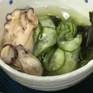 牡蠣を使ってキュウリの酢の物