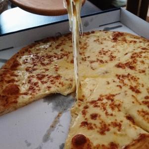 ニューヨーカー 1キロ ウルトラチーズ ドミノ・ピザが凄い‼️けど、写真があかん