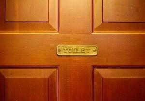 トイレ長い?金運と掃除