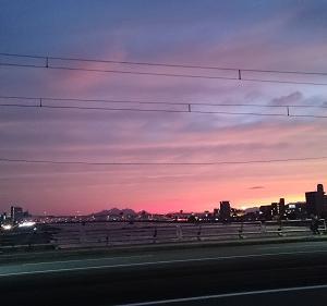 不気味なほど赤い夕焼けだった理由