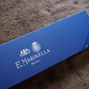 あがりのネイビーソリッド。E.MARINELLA(マリネッラ)の50oz シルクフラールソリッド