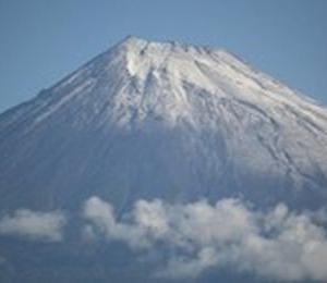 富士山が初冠雪 平年より2日早く 昨年より24日早い