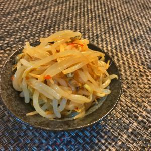 【ピリ辛もやしナムル】豆板醤でピリっと!5分で簡単おつまみレシピ