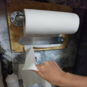 【工業系DIY】ガス管でキッチンペーパーホルダーをDIY‼️✨100均アイテムをプラスして、片手で切れる仕様に✨【ガス管DIY】