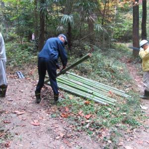 樹木名板設置時に使用する竹の立て札作成
