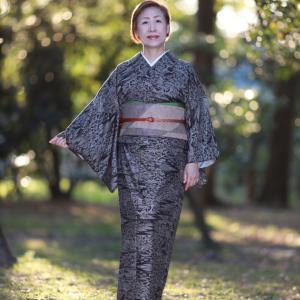 泥大島紬にシンプルな柄の袋帯を合わせました。