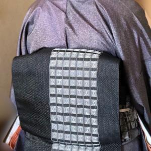 光沢のある染め大島紬を着ました・・・