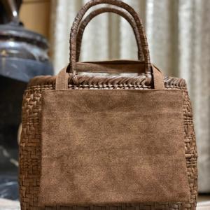 山ぶどう蔓かごバッグに蔵彩布手提を付けて・・・