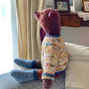 余り毛糸で編んだベア・表情が愛おしい・・・