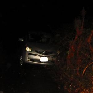 夜中に、車が側溝に落ちた!