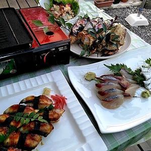 テラスでタラバカニのバーベキューと地元産太刀魚とアジのお刺身♪♪・・・包丁のプレゼントは、刃物屋ドットコムにお任せ下さい!!